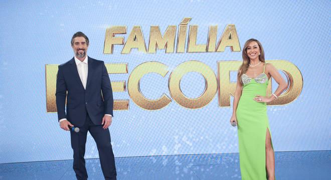 Marcos Mion e Sabrina Sato na apresentação do Família Record – (Foto: Antonio Chahestian/Record TV).