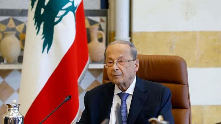 الدولار-يتراجع-مقابل-الليرة-اللبنانية-وعون-يحذر-من-لعبة-سياسية