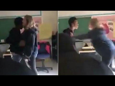 طالب ثانوي يضرب مدرّسة داخل فصل في مشاجرة دموية | فيديو صادم