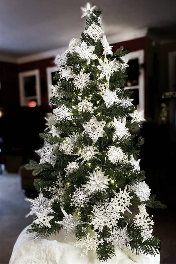Christmas tree decorated with white quilled snowflakes