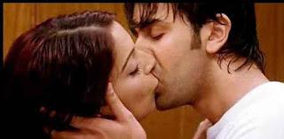 Bipasha Basu And Ranbir Kapoor Smooching Each-others