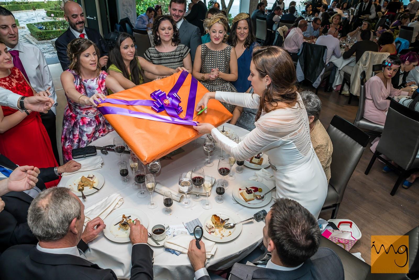 Fotografía de boda en Granada, Regalos en el Caballo Blanco