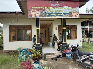Bhabinkamtibmas Polsek Anggeraja Polres Enrekang Bersama Babinsa 04/Alla Kontrol Kampung Tangguh
