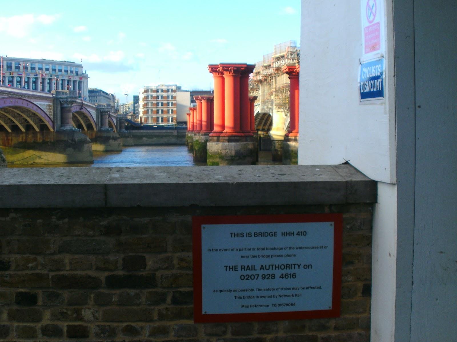 Railway Eye - the railway blog: Pointless signs - Thames