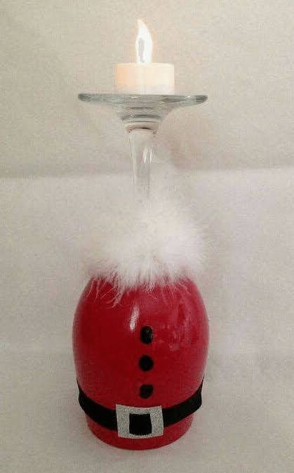 Centro de mesa simples com taças para decorar no Natal