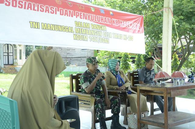Kodim 1407/Bone Bersama DP2KB Gelar Sosialisasi dan Penyuluhan KB di Lokasi TMMD