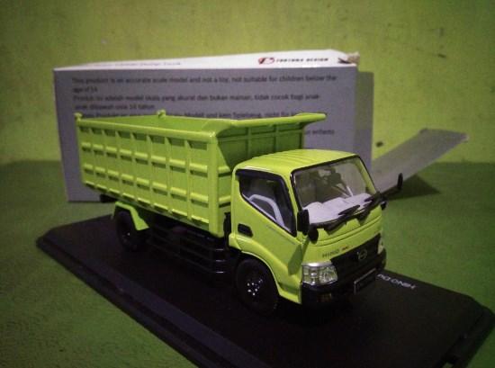 miniatur truk hino dutro