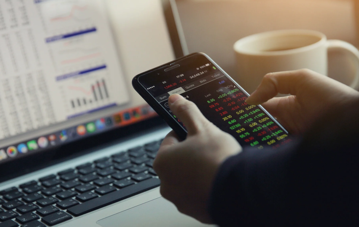 Aplikasi Trading Terbaik untuk Mengatur Investasi