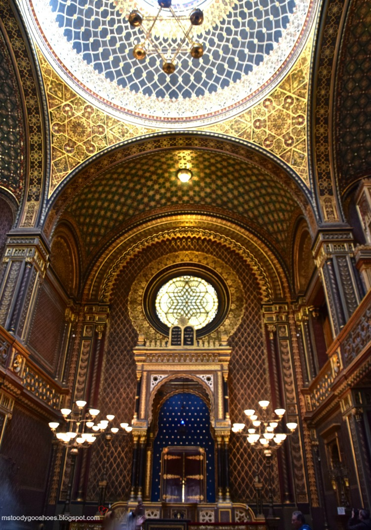 The Spanish Synagogue in the historic Jewish Quarter in Prague is not to be missed | Ms. Toody Goo Shoes #prague #JewishQuarter #SpanishSynagogue #danuberivercruise