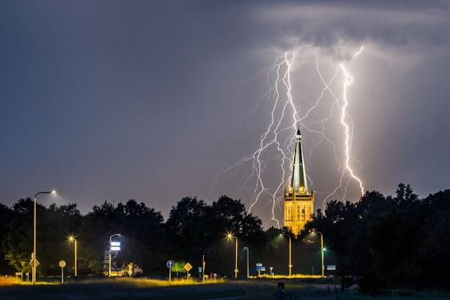 عواصف رعدية و أمطار غزيرة خلال فترة الظهيرة في معظم أنحاء هولندا
