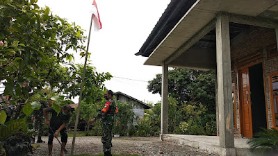 Semarakkan Hari Proklamasi, Babinsa Koramil 09/Samatiga Tekankan Warga Untuk Pasang Bendera Merah Putih