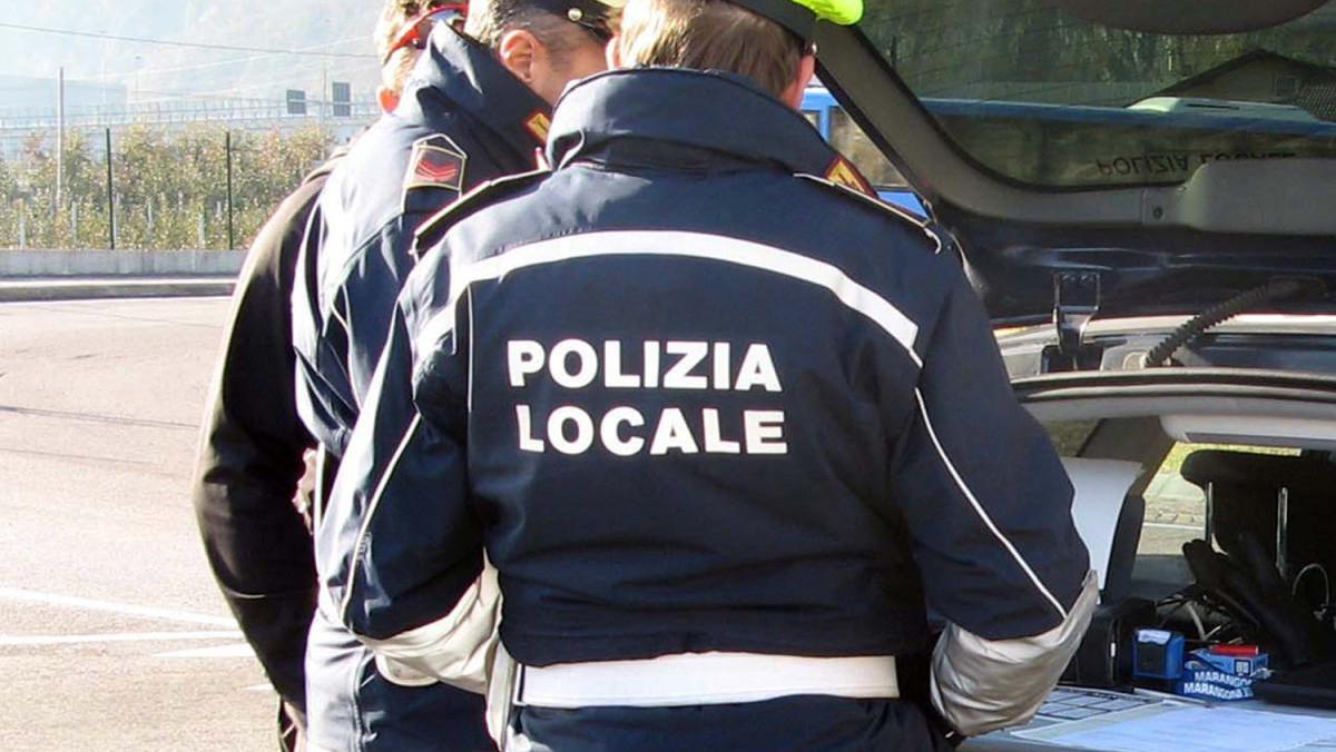 Controlli della polizia municipale a Catania