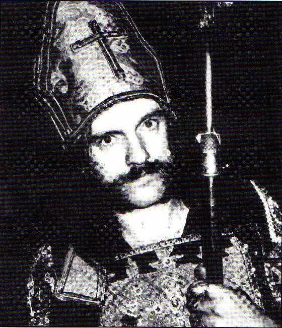 Lemmy con mitra