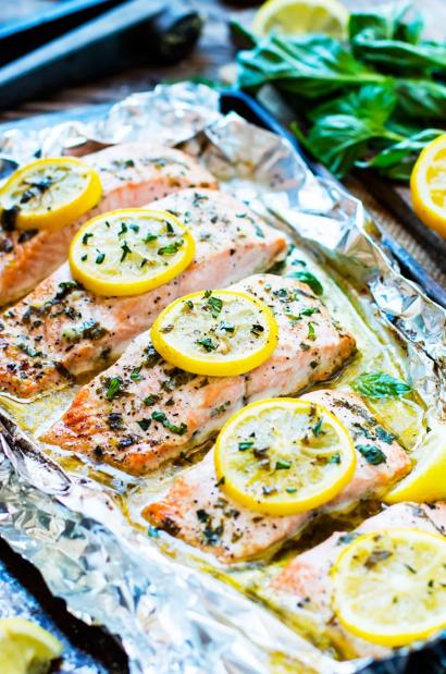 Basíl & Lemon Baked Salmon ín Foíl