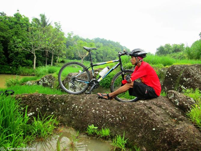 Foto bareng sepeda di Walikukun