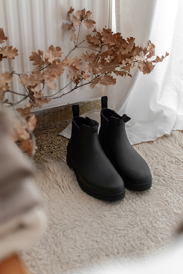 Review on Women's rain boots by Everlane. Styled and shoot by Eleni Psyllaki for My Paradissi