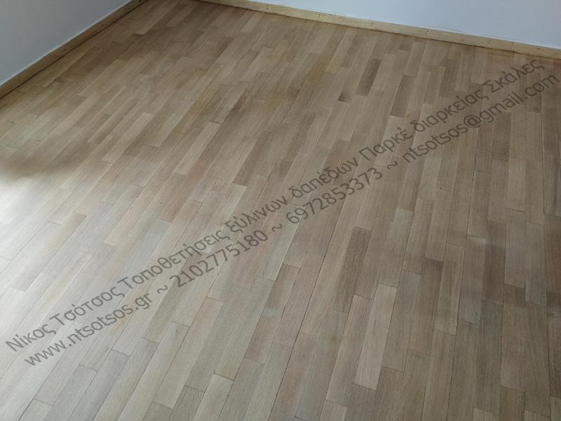 Τρίψιμο και βάψιμο ξύλινου πατώματος με διατήρηση φυσικής απόχρωσης