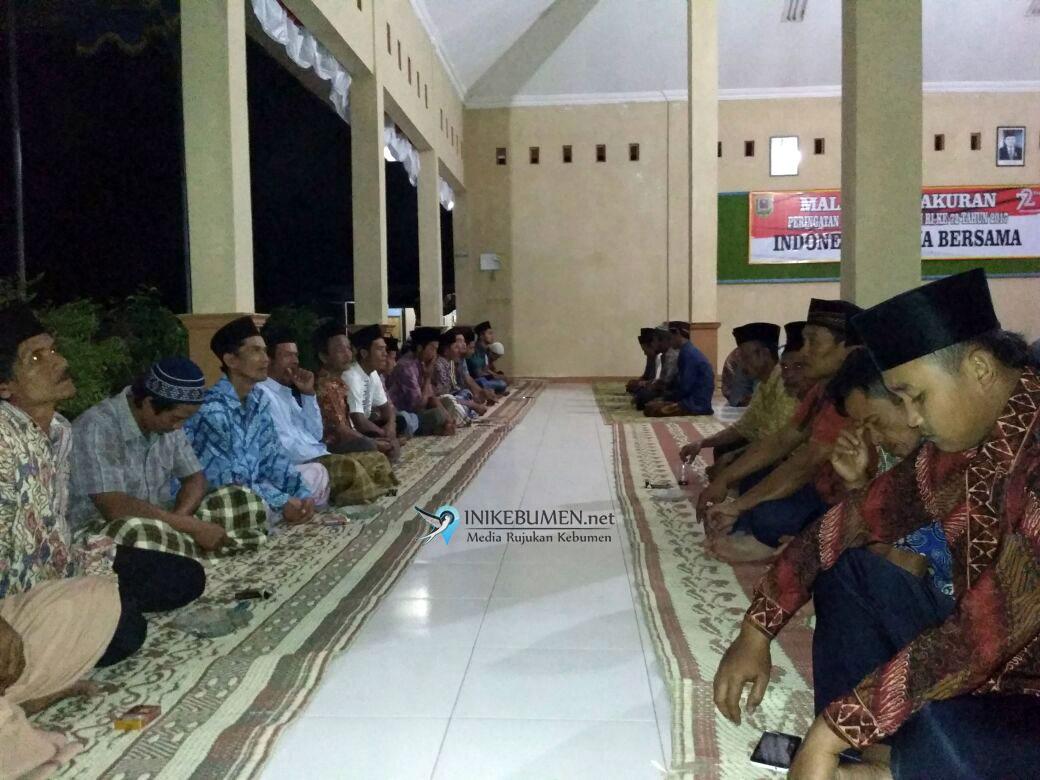 Masyarakat Mirit Isi Malam Tirakatan dengan Tahlil dan Doa Bersama