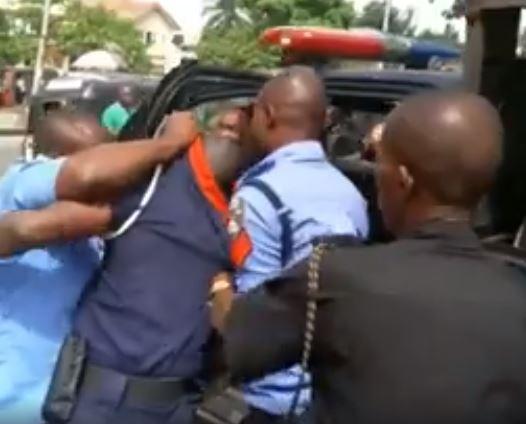Nigerian Policemen Disgrace Civil Defence Officer In Public, Bundle Him Inside Van