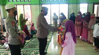 Kapolsek Belik Berikan Santunan Anak Yatim-Piatu di Desa Gunungjaya