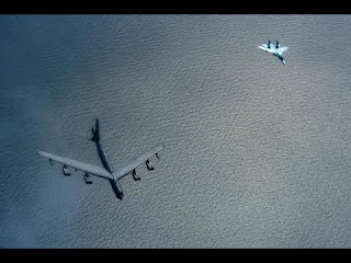 Su-27 Rusia Bayangi Bomber AS