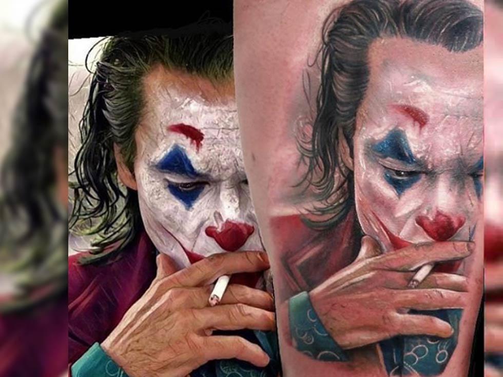 imagen de un tatuaje de Joaquim Phoenix interpretando el joker