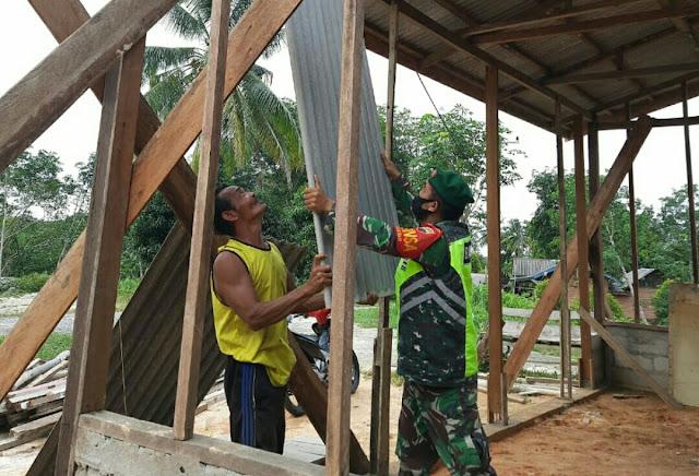 Lakukan Komsos Warga desa Seleman, Babinsa Andi Hakim Minta Warga Bekerja Berhati-Hati dan Terapkan Prokes