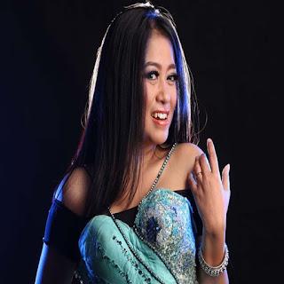 Lirik Lagu Lilin Herlina - Singgah
