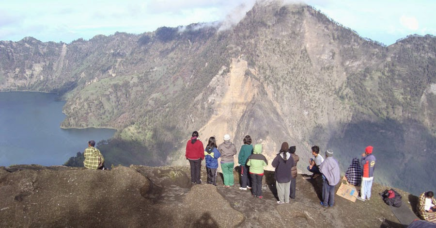 Plawangan Sembalun Crater Rim altitude 2639 m of Mount Rinjani