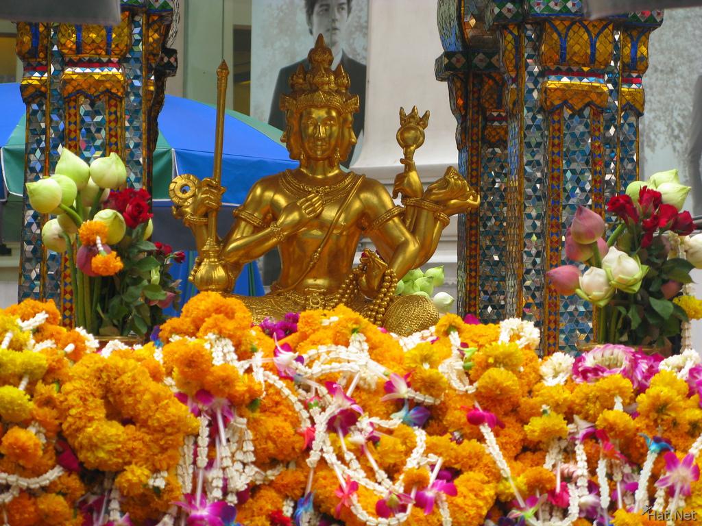 బ్రహ్మదేవుని ఆలయం కట్టారట థాయిలాండ్
