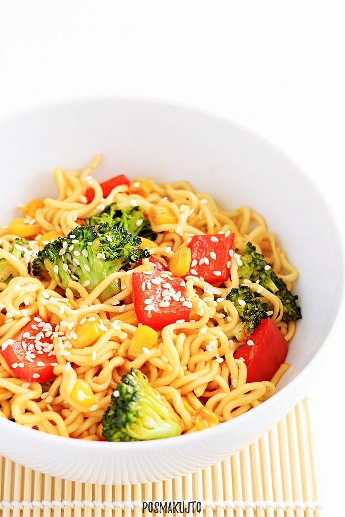 Makaron noodle z warzywami