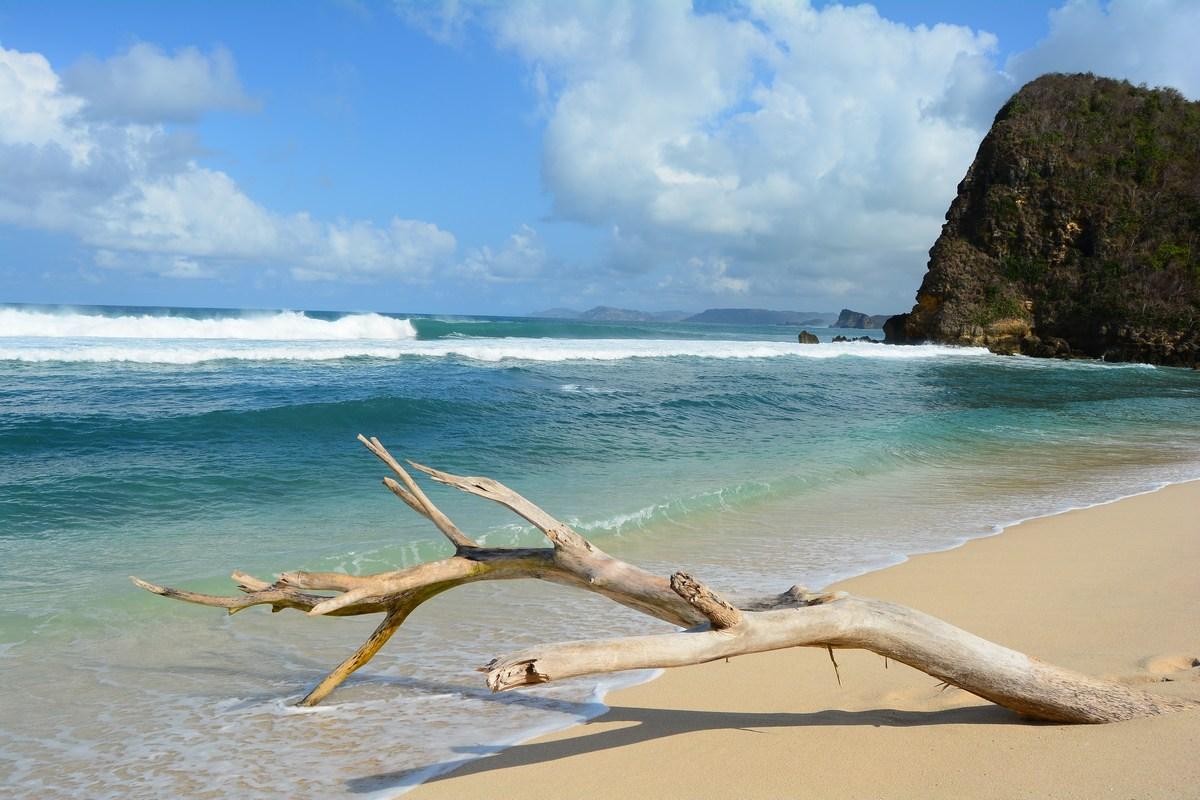 Teluk Ujung Pantai Lombok