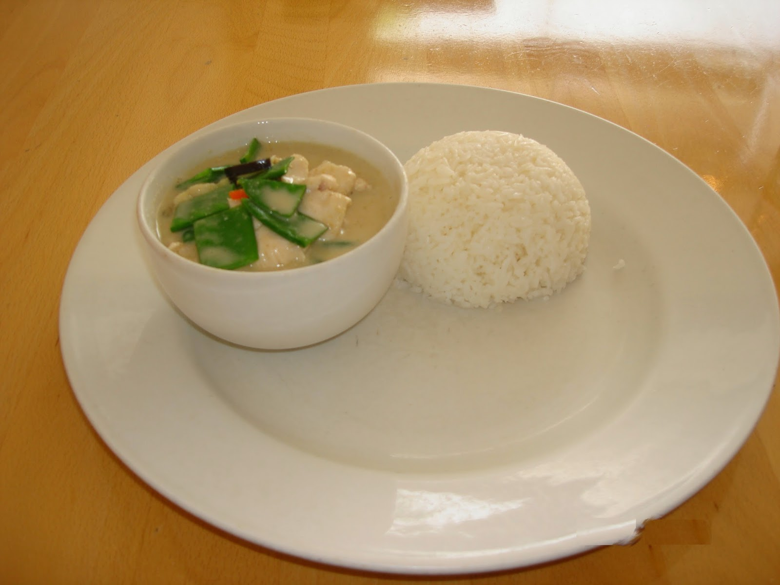 yum yum thai, green curry with chicken