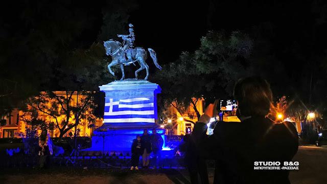 Επετειακή φωταγώγηση του ανδριάντα του Κολοκοτρώνη στο Ναύπλιο για τα 200 χρόνια από την Εθνική Παλιγγενεσία (βίντεο)