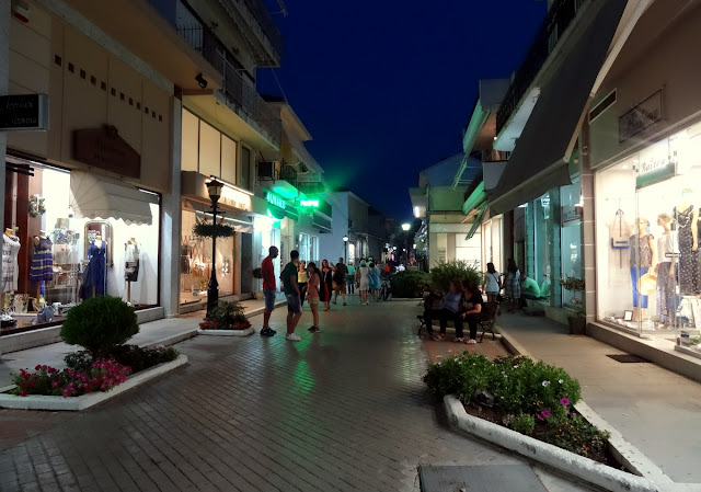 Shopping scene in Preveza centrum