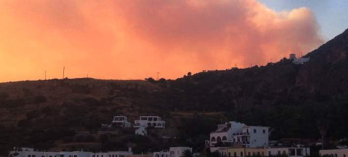 Μαίνεται η πυρκαγιά στα Κύθηρα -Στα εναέρια μέσα οι ελπίδες
