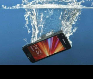 When That Phone I Your Hands Fall Inside Water Don't Panic Do This Instead