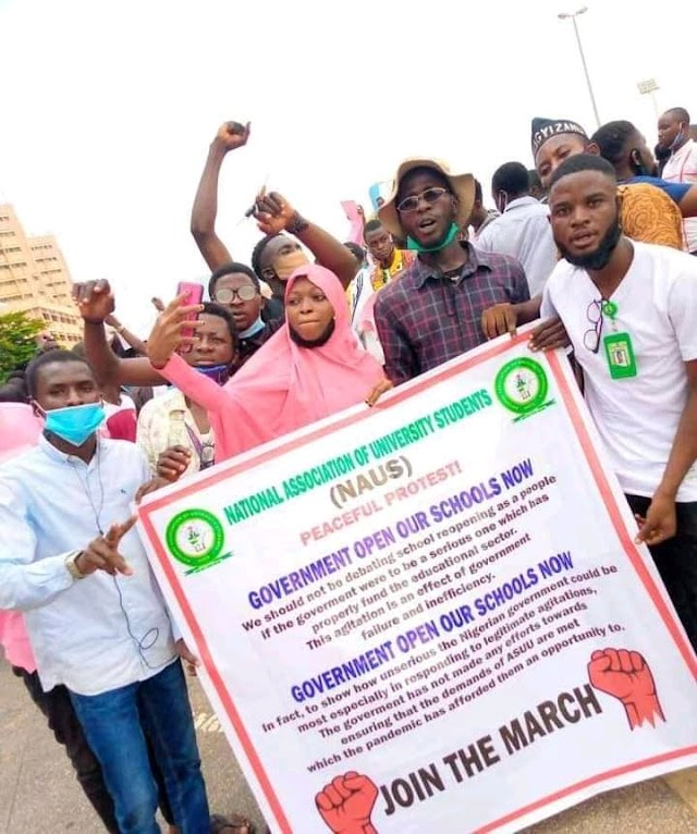 S.U.G Nigerian Students protest over school closure.