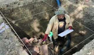 Tim Arkeolog Jabar bersama Tim Ahli Cagar Budaya Indramayu Meneliti Ditemukannya Candi Candi Dingkel
