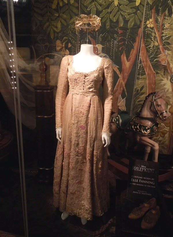 Hollywood Movie Costumes and Props: Princess Aurora's ...
