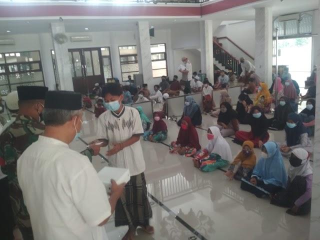 Santunan Anak Yatim di Masjid Al Anshor Perumahan BSK, Gembirakan Anak Yatim