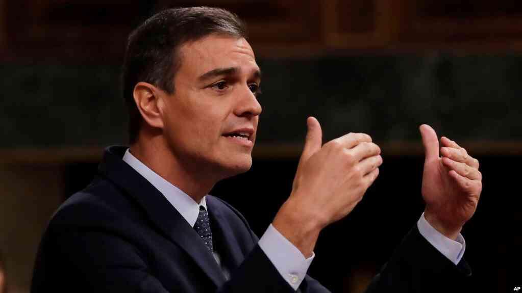 ARCHIVO - En esta fotografía del martes 23 de julio de 2019, el presidente del gobierno de España, Pedro Sánchez, habla en el parlamento español en Madrid / AP