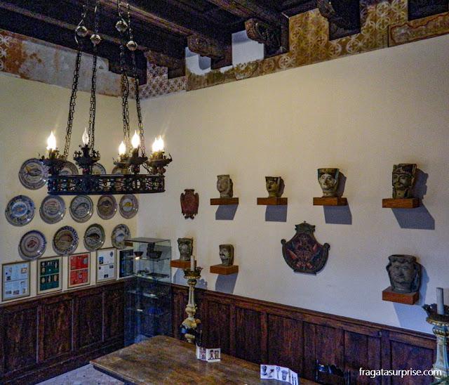 Peças de Majolica expostas no pequeno museu do Palazzo Corbaja, Taormina