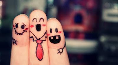 دراسة تؤكد بأن شكل الأصابع يكشف الميول الجنسية  اصابع تضحك صوابع يد اليد اصبع مبتسمة  smile doodled-fingers-funny-hd-wallpaper