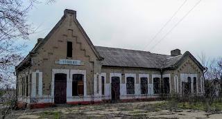Чунишино, Покровский р-н. Заброшенный железнодорожный вокзал закрытой станции