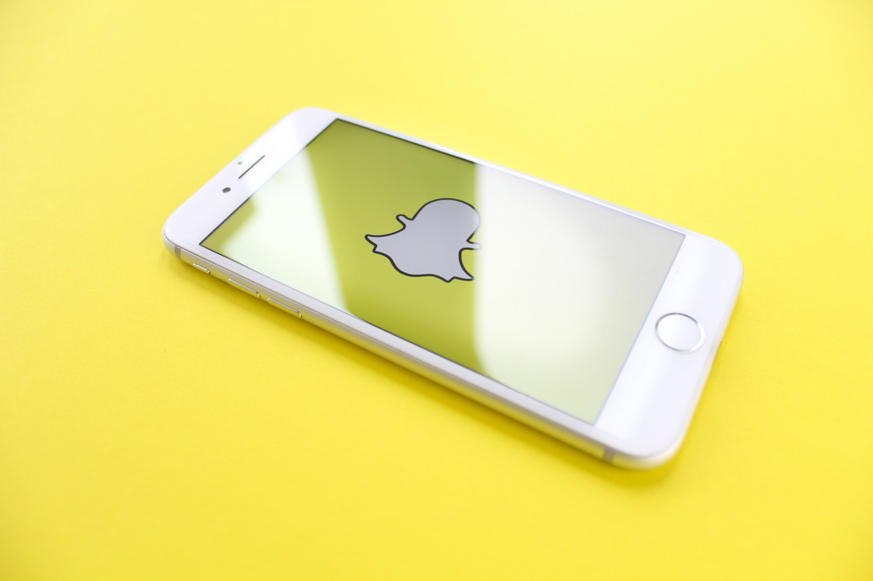 How to Use Snapchat for Business (infographic), A Beginner's Guide to Snapchat for Business, How to Use Snapchat: A Pro Guide for Social Media Marketers