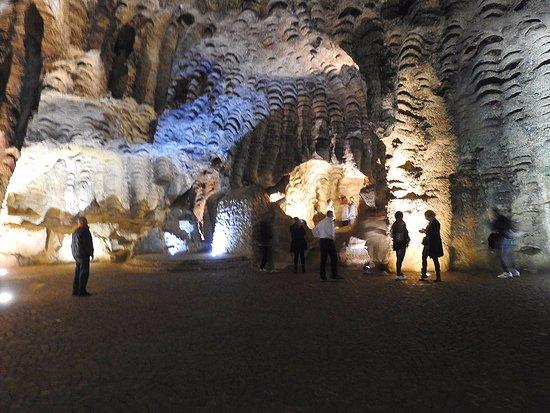 مغارة هرقل  Grottes d'Hercule