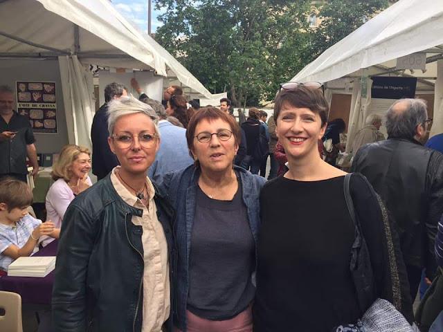 Max Zouic, Marie Tafforeau et Samantha Barendson au Marché de la poésie de la Place Saint Sulpice en juin 2019