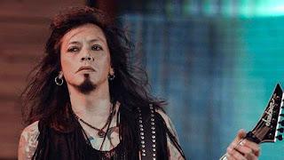 5 Vokalis Band Indonesia yang Bertato Keren