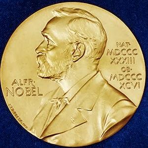 عالم مصري حاصل على نوبل